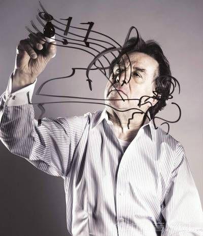 """布赫宾德业余最大的爱好就是画画,他还曾举办过自己的画展。在采访中他说:""""我是静不下来的人,画画从某种程度上也会给我音乐灵感。""""(上海交响乐团供图)"""